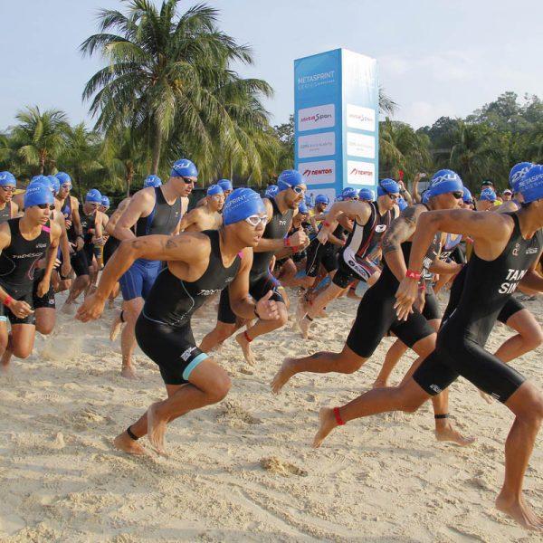 mss_aquathlon_group-shot-of-participants-running