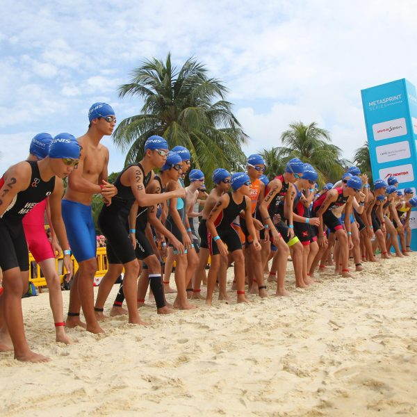 swim_kids_male_start-lineup