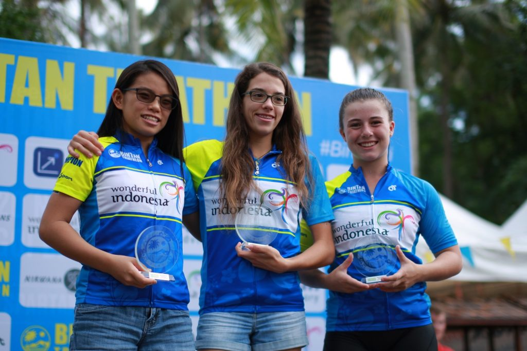 Youth Girls podium winners Emma Middleditch, Elizabteh Liau and Mae Singer